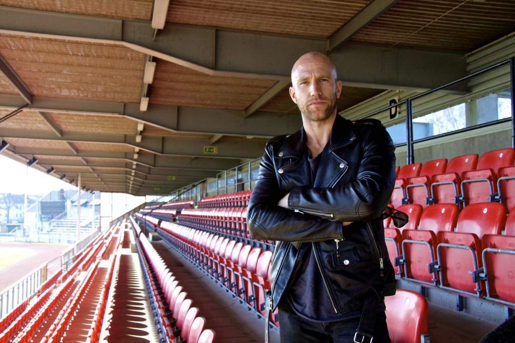 Henrik Rydström på Fredriksskans läktare. Foto: Joakim Öhrlin/Privat